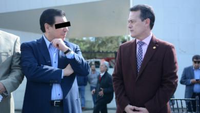 Gerardo Sosa Castelán y el rector Pontigo.