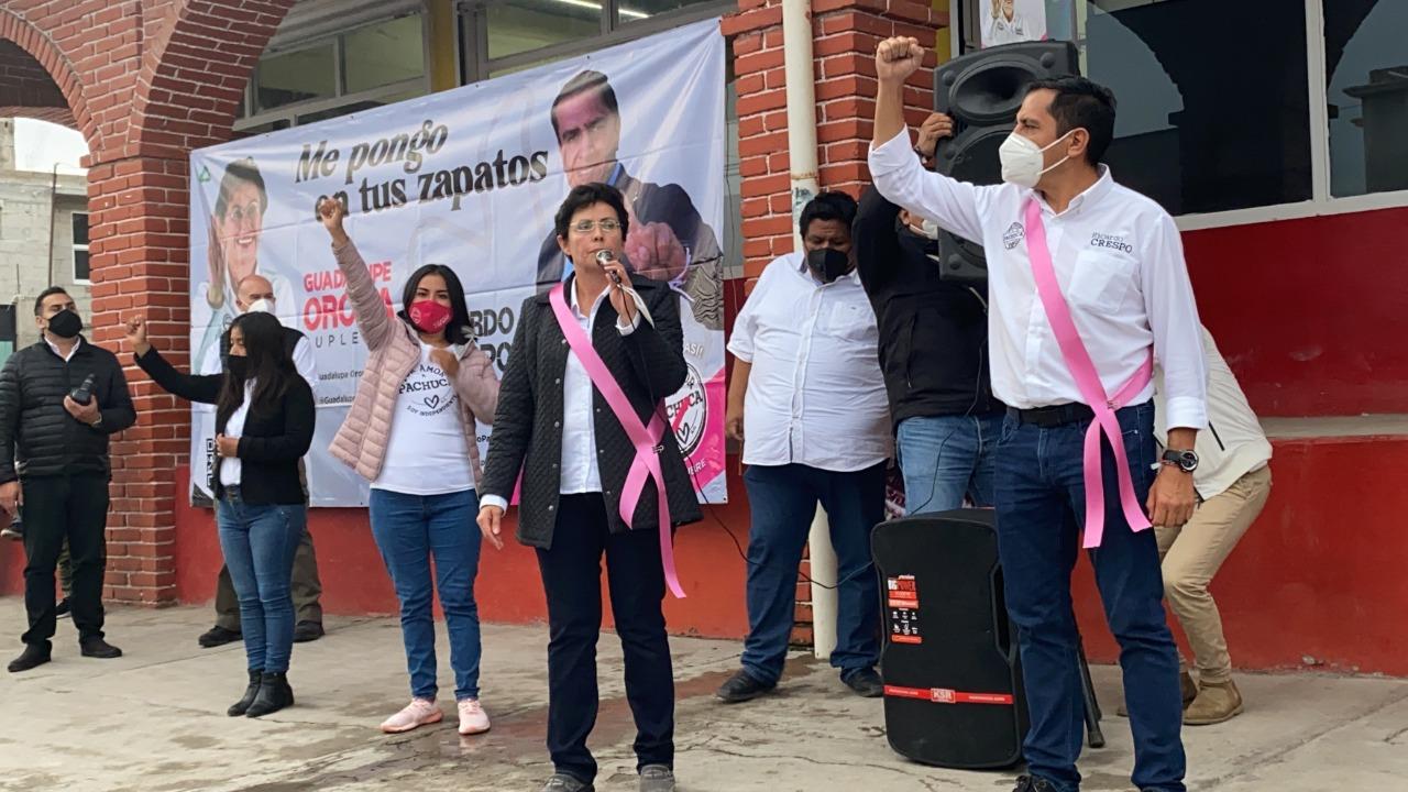 Ricardo Crespo y Guadalupe Orona en campaña