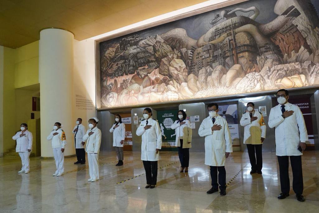 médicos IMSS condecorados