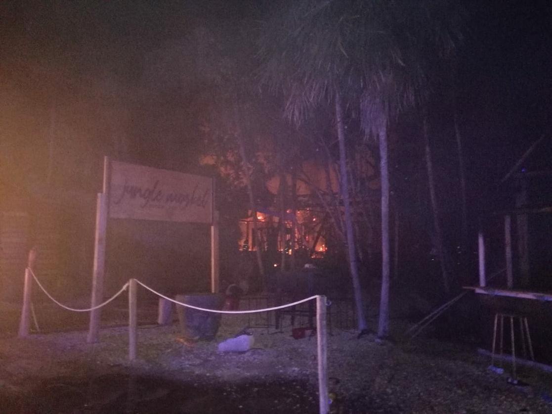 Tulum: VIDEOS del fuerte incendio que afectó hoteles y plazas comerciales