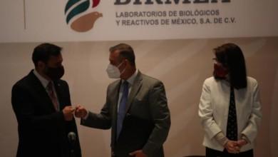 El director de Birmex, Pedro Zenteno, el director del IPN, Arturo Reyes Sandoval; y la directora general de Conacyt, María Elena Álvarez Buylla, durante la ceremonia por el 22 aniversario de Birmex, en la Ciudad de México, el 12 de marzo de 2021. Foto José Antonio López