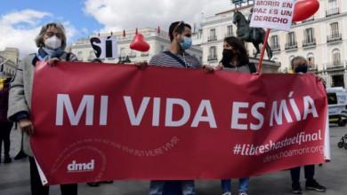Manifestación en apoyo de la legalización de la eutanasia en Madrid, el 18 de marzo de 2021. Foto Afp