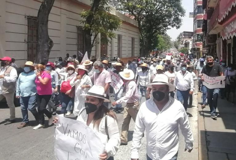 Partidarios de Félix Salgado Macedonio llegaron a Chilpancingo procedentes de varios puntos de Guerrero, el 31 de marzo de 2021. Foto Sergio Ocampo