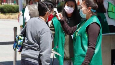 Adultos mayores acuden a la Escuela Nacional de Ciencias Biológicas Unidad Zacatenco del IPN para recibir la vacuna Sputnik V contra Covid-19, en la alcaldía Gustavo A. Madero, Ciudad de México, el 5 de abril 2021. Foto Cristina Rodríguez