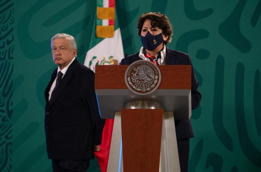 Delfina Gómez Álvarez, secretaria de Educación Pública, durante la conferencia de prensa matutina en Palacio Nacional. Foto Pablo Ramos