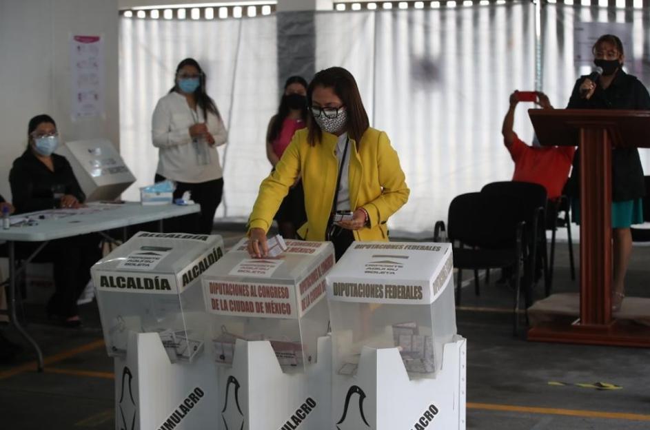Simulacro de las próximas votaciones, organizado en la CDMX. Foto José Antonio López