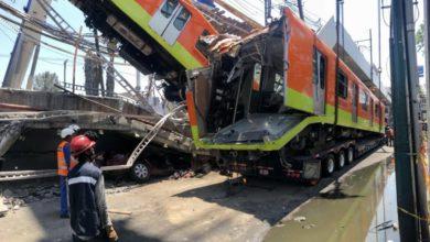 Ayer, durante el retiro de los restos del tren dañado por el incidente de la Línea 12 del Metro la noche del lunes. Foto Luis Castillo